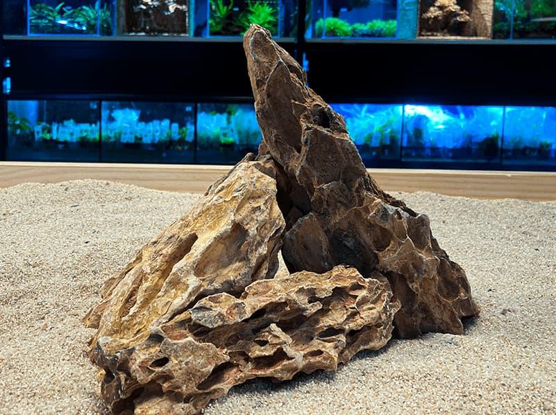 Roca para acuarios de agua dulce DRAGON STONE RED, la puedes comprar en nascapers.